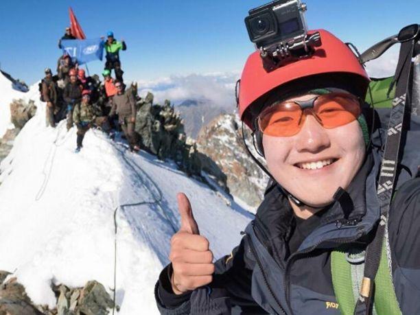 Якутяне подняли символ Победы на самую высокую гору северо-востока России