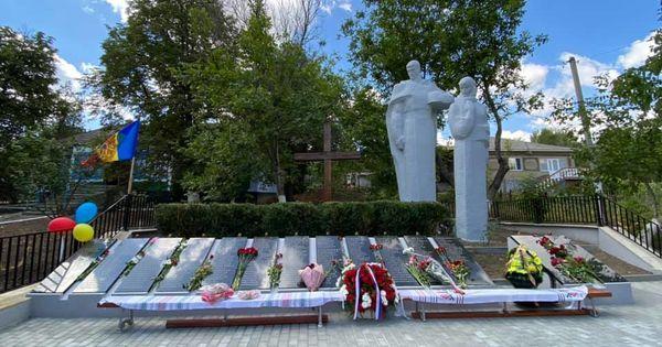 Мемориал советским солдатам в Молдавии восстановлен при поддержке посольства РФ