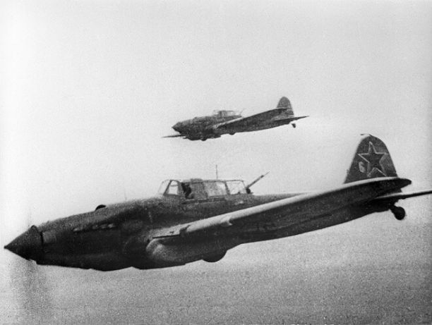 Военные ЗВО нашли в Ленинградской области штурмовик Ил-2 времён войны и останки экипажа