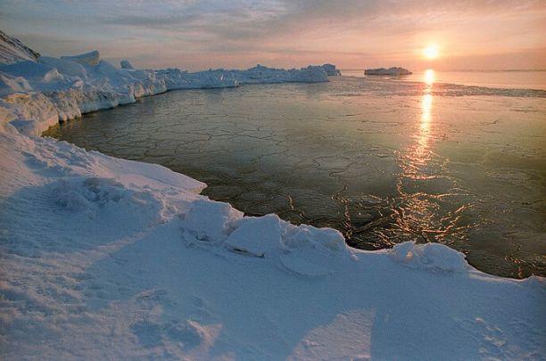 Военные развернут в этом году над Арктикой Знамя Победы