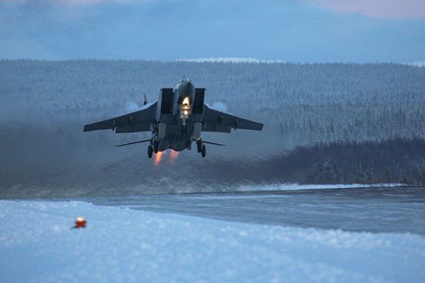 Над Новосибирском в День Победы пролетят истребители МиГ-31 и вертолёты